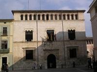 1024px-Fachada_del_Ayuntamiento_de_Alzira,_Valencia,_España